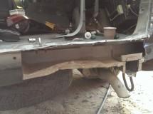 Вырезали часть задней панели для рихтовки и вытягивания лонжерона с крылом